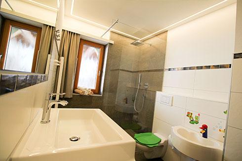 details appartements im ferienhaus zum tiroler bua und. Black Bedroom Furniture Sets. Home Design Ideas